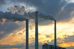 химический курить фабрики печной трубы Стоковые Изображения