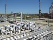 химическое масло фабрики Оборудование для основной переработки нефти Стоковая Фотография RF