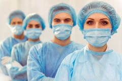 Хирурги команды на работе Стоковое Изображение RF
