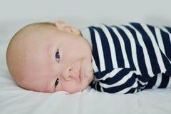 Хитро newborn сторона стоковая фотография