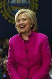 Хиллари Клинтон смеясь над розовой курткой Стоковая Фотография RF
