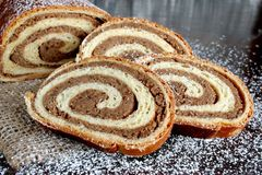 Хлебец грецкого ореха на деревянной предпосылке Стоковое Изображение