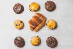 Хлебец сосиски крупного плана очень вкусный и свежие вкусные scones на w Стоковое Изображение