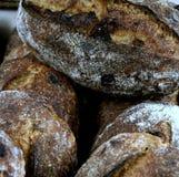 Хлебцы хлеба Levain грецкого ореха стоковое фото rf