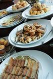 хлебы завтракают шведский стол стоковая фотография