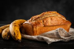 хлеб банана домодельный стоковые фотографии rf