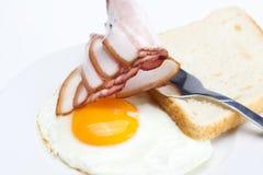 хлеб бекона eggs плита вилки Стоковые Фотографии RF