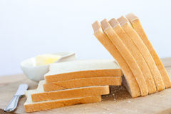 хлеб доски прерывая ломтики деревянные Стоковое Изображение