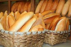 хлеб корзины полный Стоковая Фотография