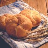 Хлеб на деревянных досках стоковые изображения
