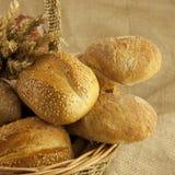 Хлеб на корзине Стоковое Фото
