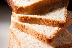 хлеб отрезает белизну Стоковая Фотография RF