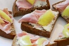 Хлеб с ветчиной и перцами стоковое изображение rf