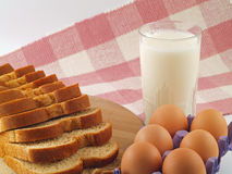 хлеб eggs штапеля молока стоковое фото