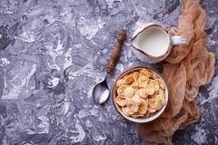 Хлопь и молоко мозоли завтрак здоровый Стоковое Изображение RF