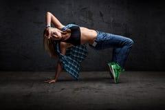 Хмель бедра танцев девушки стоковые фотографии rf