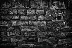 Хмурая старая черная кирпичная стена - зловещая темная предпосылка стоковое фото