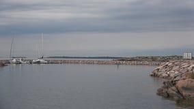 Хмурое утро в июне в порте Hanko Финляндия видеоматериал