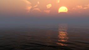 Хмурый заход солнца над морской водой океана или стоковые изображения rf