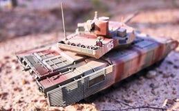 Хобби - собрание уменьшенных экземпляров реальных боевых танков Такие модели очень популярны и много вентиляторов собирают множес стоковые фото
