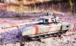 Хобби - собрание уменьшенных экземпляров реальных боевых танков Такие модели очень популярны и много вентиляторов собирают множес стоковое фото