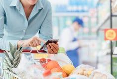 Ходить по магазинам и передвижные apps Стоковые Фото