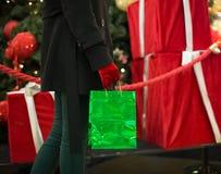 Ходить по магазинам на Новый Год Стоковое Фото