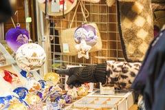 Ходить по магазинам на уличном рынке рождества Стоковые Фото
