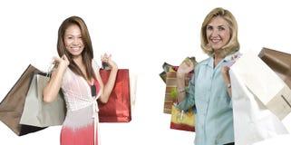 ходящ по магазинам 2 женщины Стоковые Изображения RF
