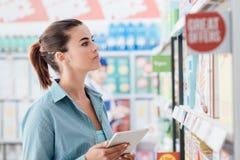 Ходя по магазинам передвижной app Стоковая Фотография