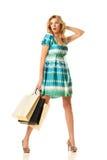 ходя по магазинам удивленная женщина Стоковые Фото