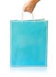 Хозяйственная сумка бумаги владением руки стоковые фото