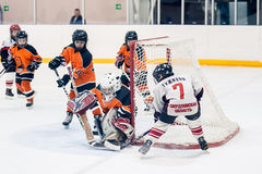 Хоккей детей Нападение строба Стоковые Изображения RF