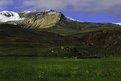 Холмы в армянских гористых местностях стоковое фото