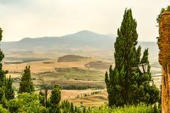 Холмы окружая Pienza Тоскану стоковые изображения