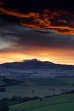 холмы cheviot над заходом солнца Стоковые Фото
