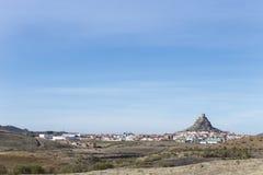 Холм выхода на поверхность скалистый с замком, Cordoba стоковое фото rf