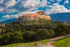 Холм и Парфенон акрополя в Афинах, Греции стоковая фотография