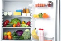 холодильник открытый стоковая фотография