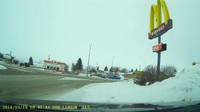 Холодная главная улица Альберты озера сток-видео