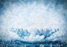 Холодная предпосылка яркого блеска зимы с снежинкой Стоковое Изображение RF