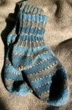 холодные ноги греют погоду Стоковая Фотография RF