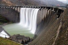 холодный водопад стоковые фотографии rf