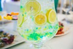 Холодный лимонад с льдом Стоковое Изображение