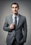Холодный портрет бизнесмена на сером цвете Стоковое Фото