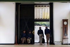 Холопка во дворце  дворца Yogyakarta стоковые фото