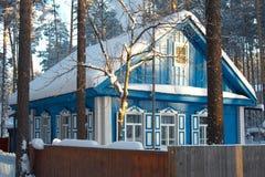 холодная русская зима села Сибиря Стоковая Фотография