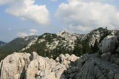 Хорватия/скалистые горы и голубое небо Стоковые Изображения