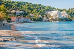 Хорватский бечевник пляжных домиков и гостиниц стоковое изображение rf
