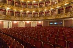 Хорватский национальный театр во время ночи оперы стоковые изображения rf